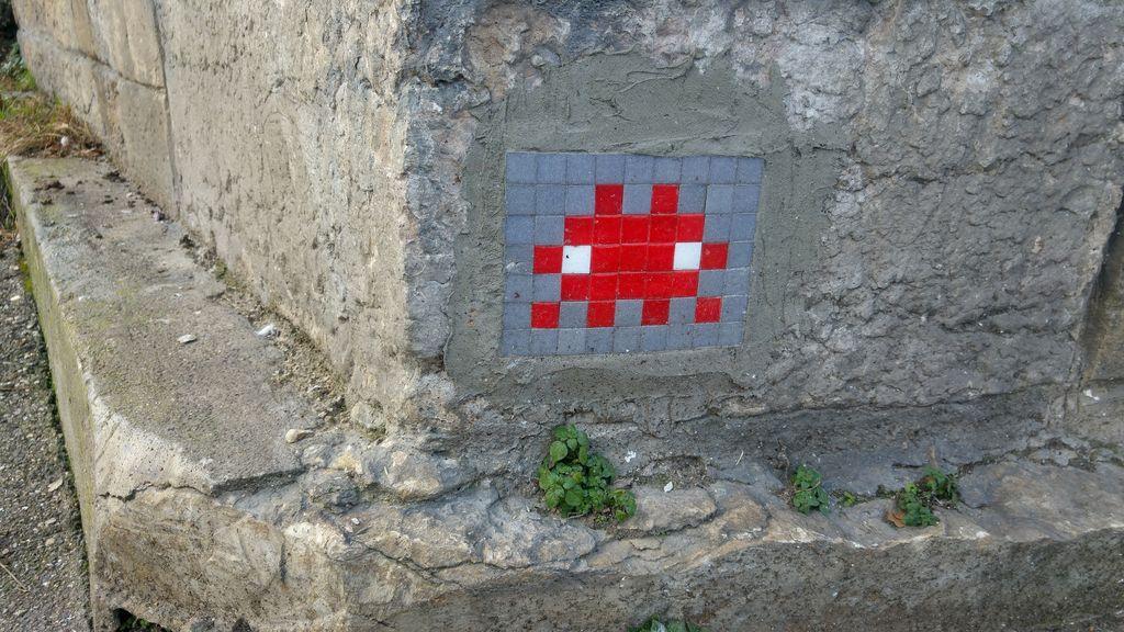 happycurio space invader street art sainte foy les lyon