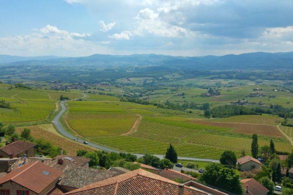 happycurio oingt vue panoramique beaujolais