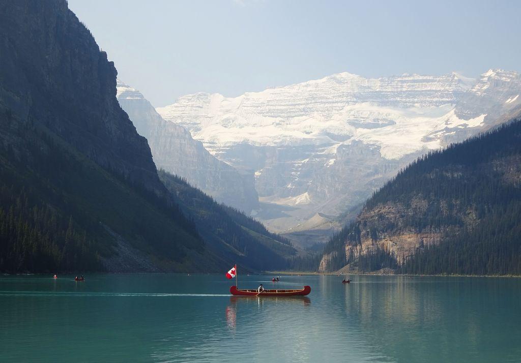 bateau sur lac louise fairmont hotel