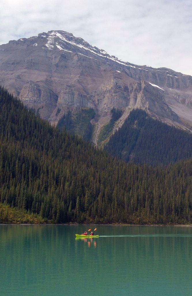 canoe lac maligne canada
