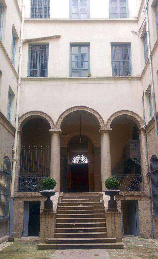 quai lassagne cour interieure lyon