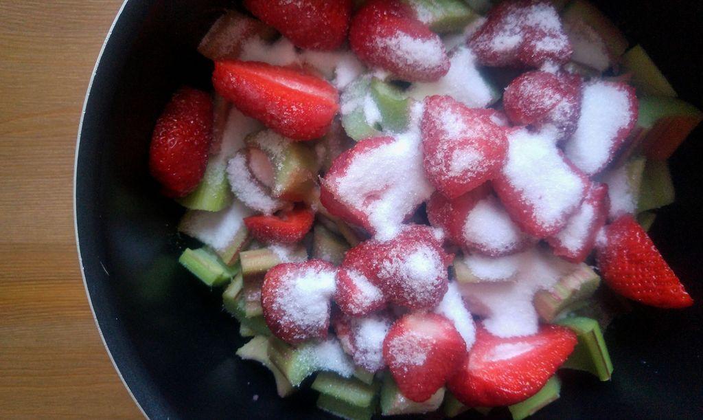 confiture confipote rhubarbe fraise