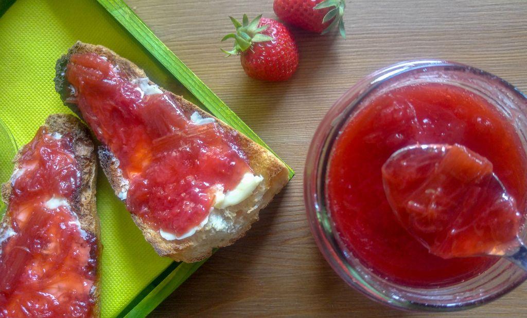 confiture maison fraise rhubarbe