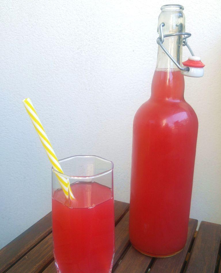 eau de rhubarbe fraiche
