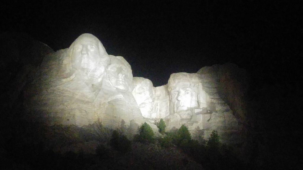 mont rushmore de nuit