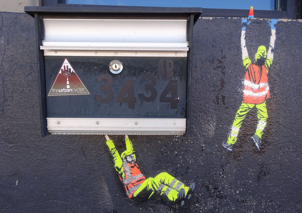 street art rino jaune art little workers
