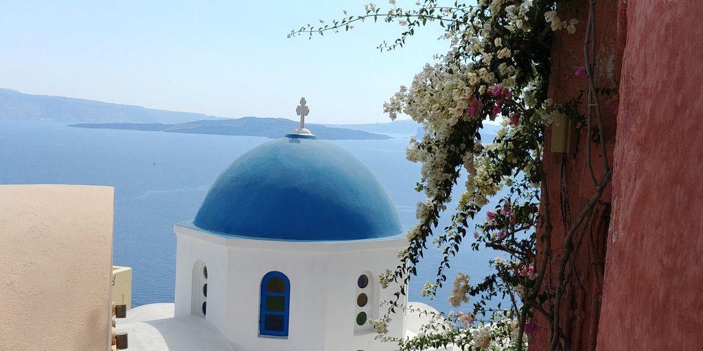 eglise toit bleu santorin