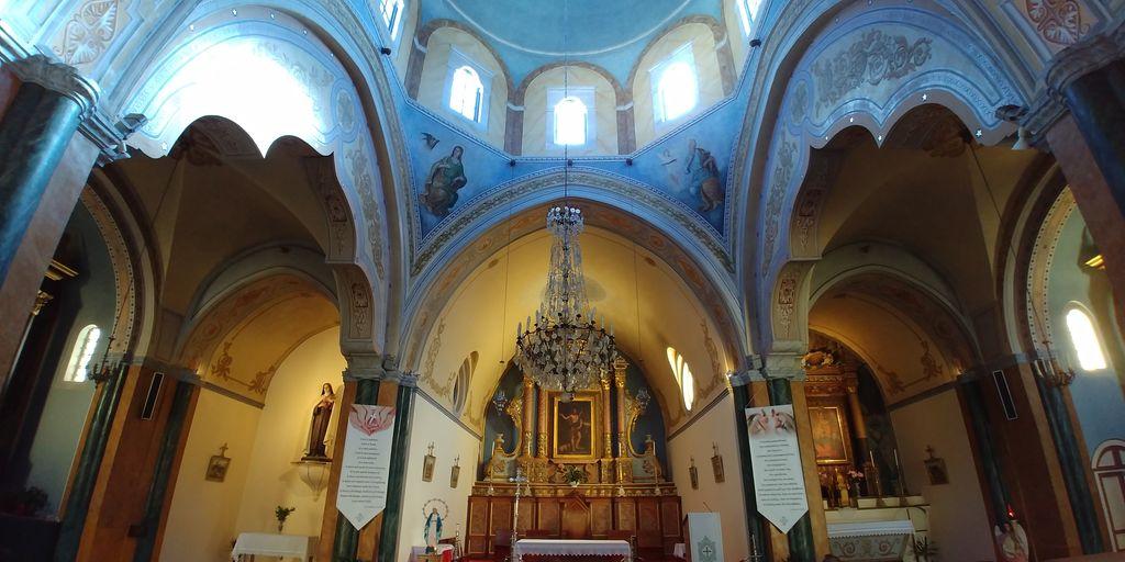 interieur eglise santorin