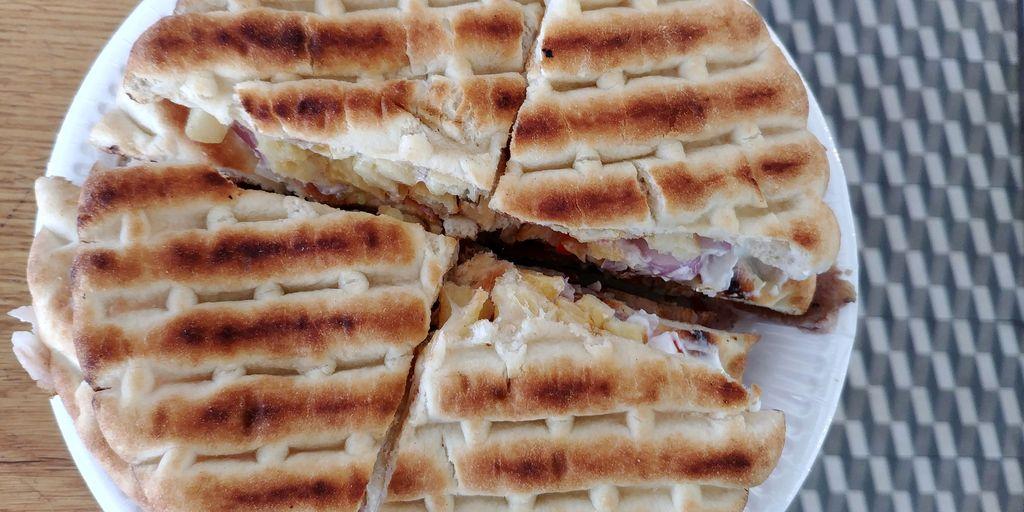 pita sandwich fira