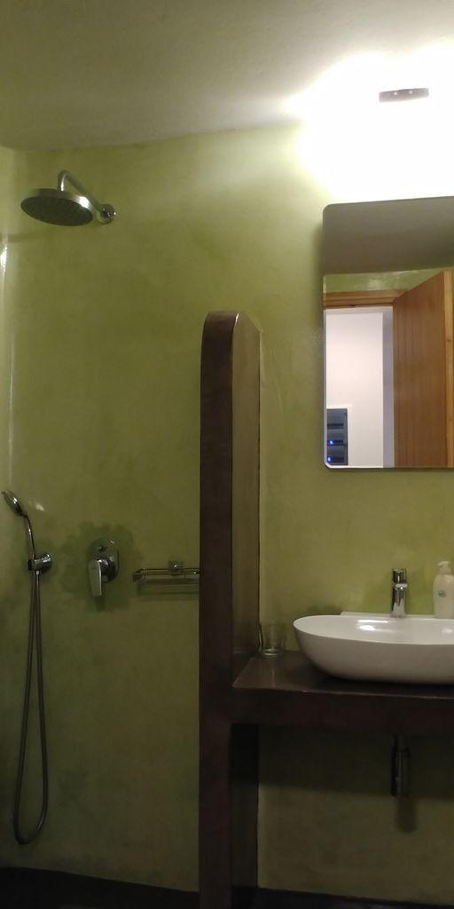 summertime villa fira salle de bain