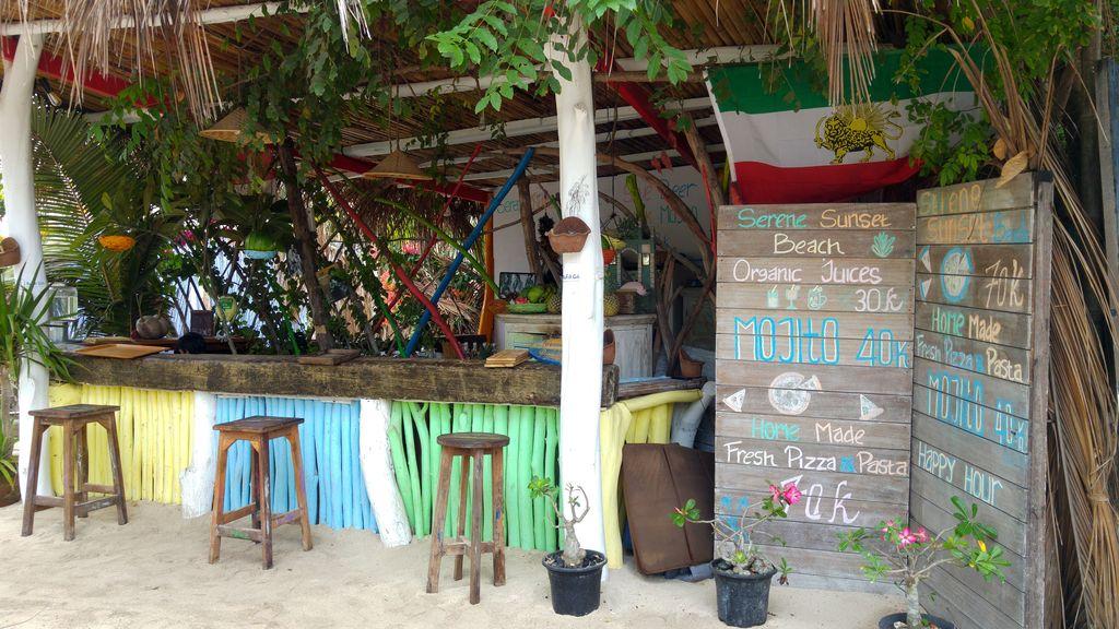 mala garden beach bar gilis