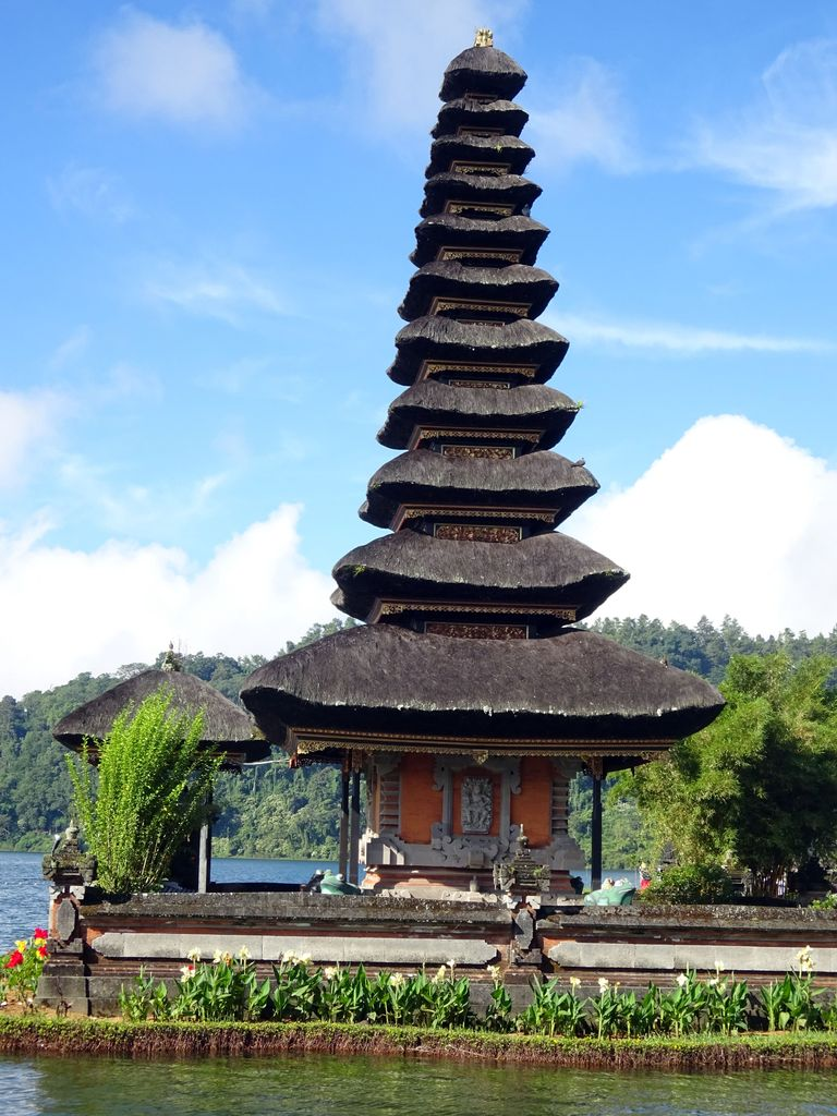 temple 11 etages pura ulun danu