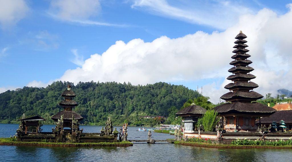 temple balinais sur lac bratan