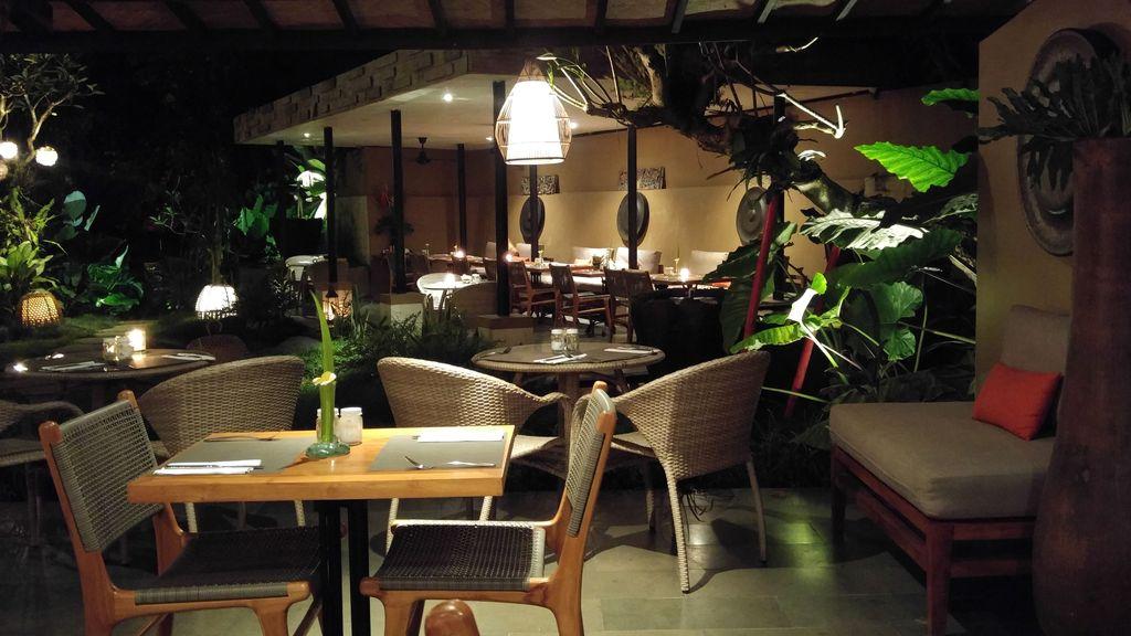 ambiance tropicale de l'urbana restaurant
