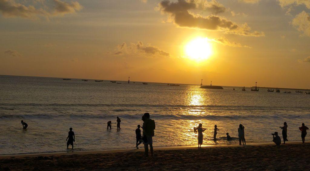 coucher de soleil a jimbaran beach