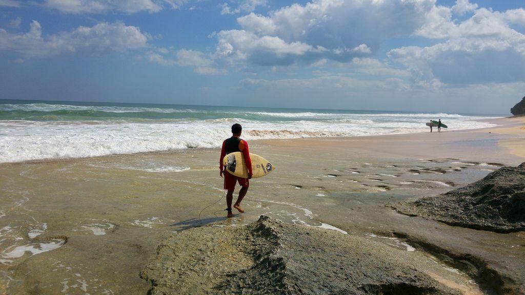 surfeur sur le plage de dreamland