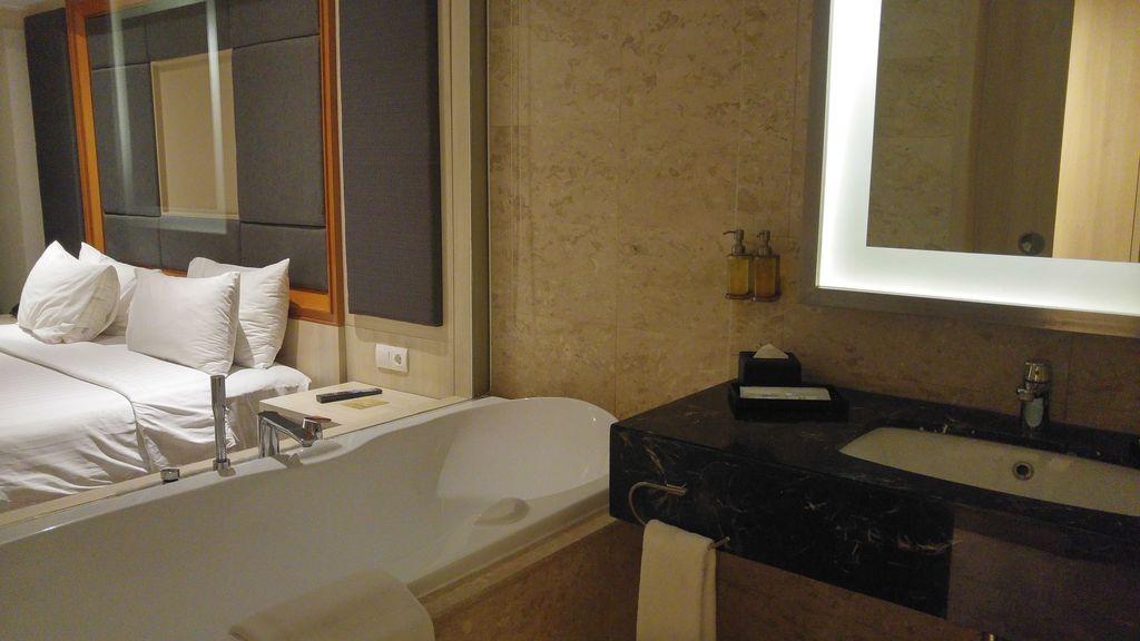 salle de bains hotel H sovereign kuta bali