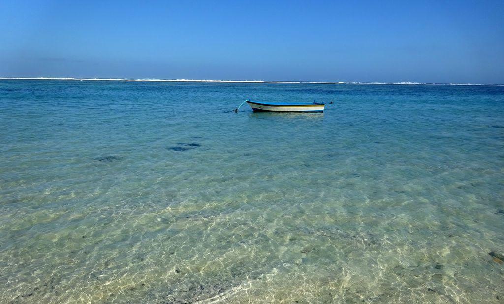 bateau sur mer turquoise a pandawa