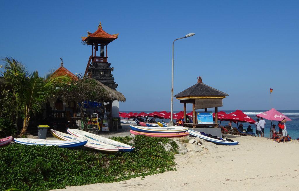 entree de pandawa beach bali