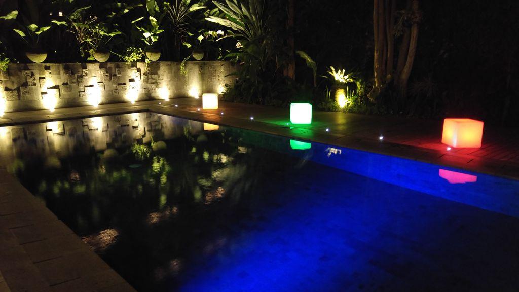 piscine de nuit au tijili seminyak