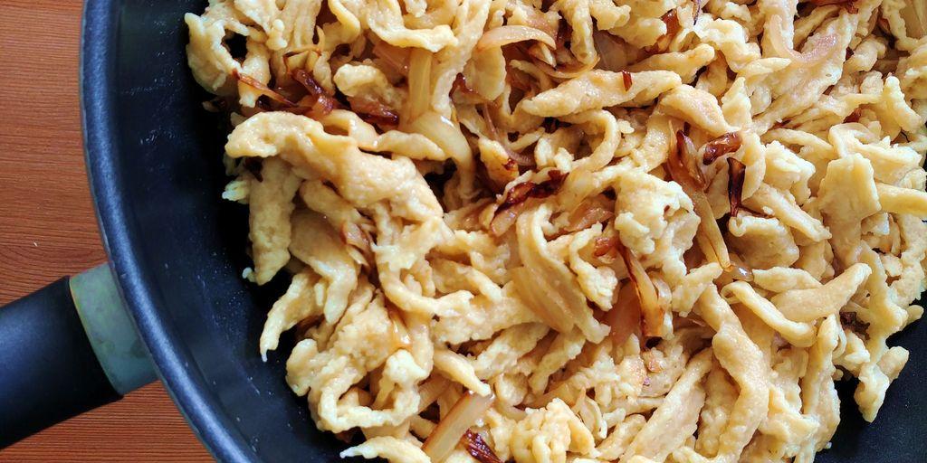 assemblage des pâtes avec les oignons