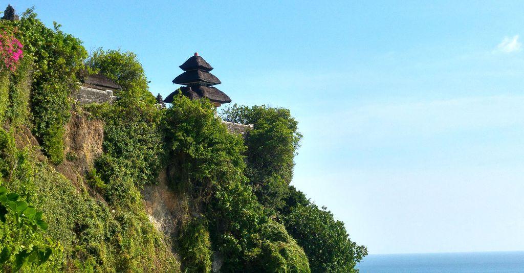 uluwatu, temple sur une falaise