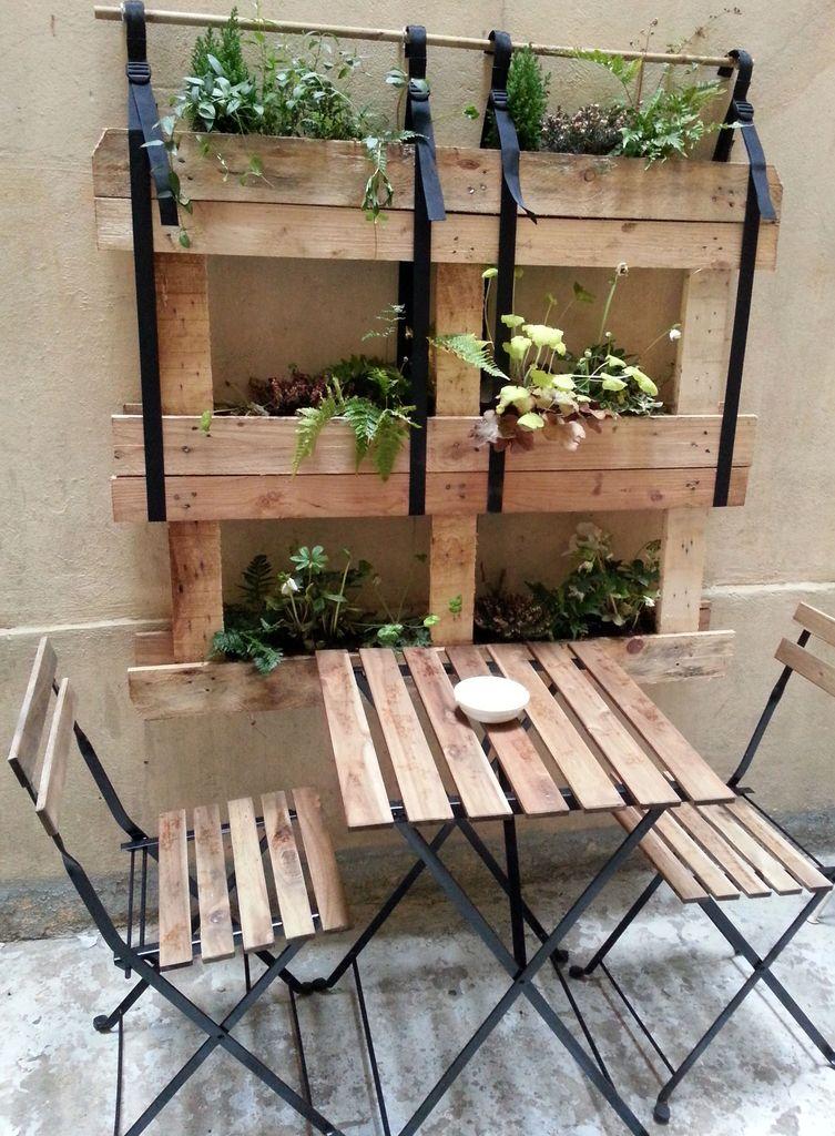 table pique-nique et palette de plantes