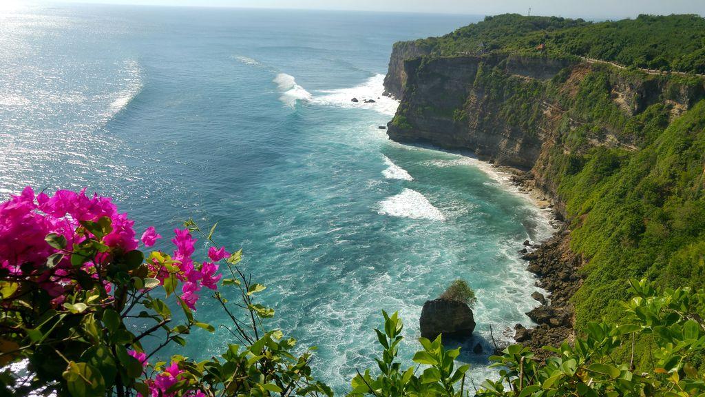 vue sur falaises d'uluwatu