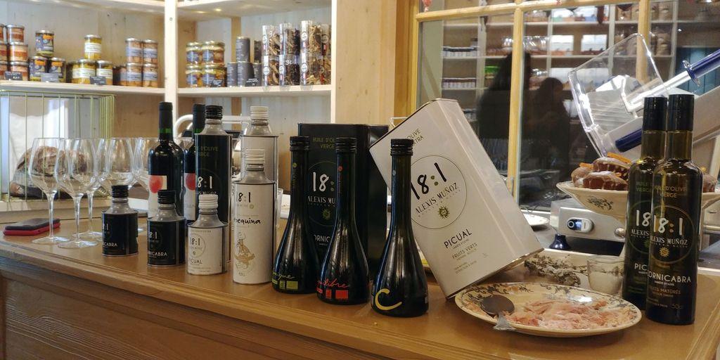 bidons et bouteilles d'huile d'olive alexis munoz