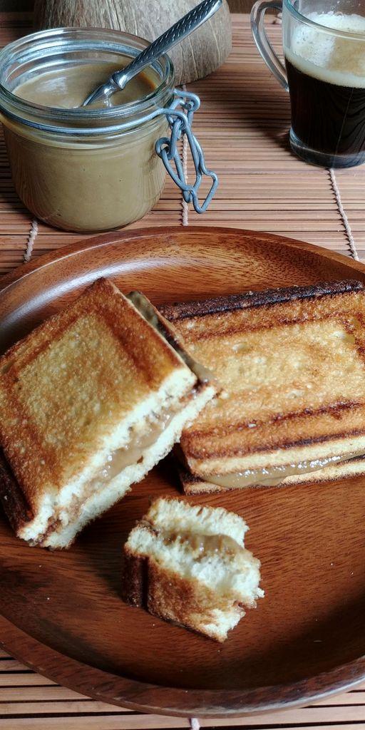 pâte à tartiner coco et toast grillé
