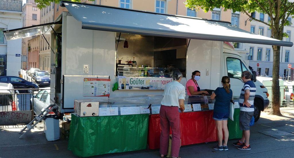 food truck a brasa sur le marché