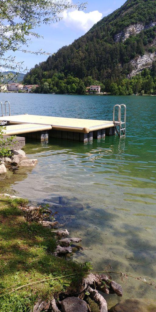 plateforme sur le lac