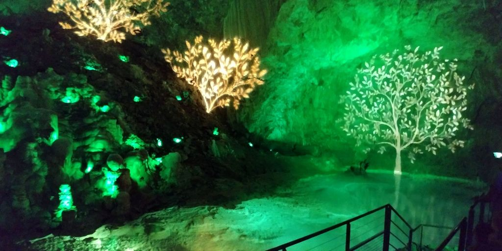 spectacle son et lumiere dans la grotte de choranche