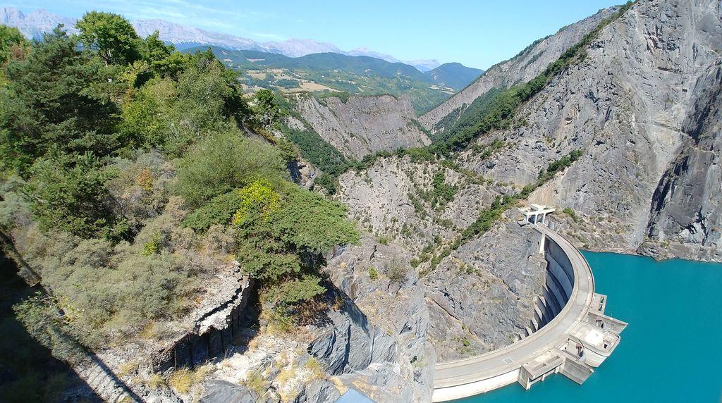 barrage edf sur le lac monteynard