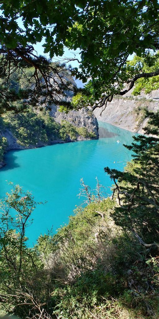 lac turquoise en isere
