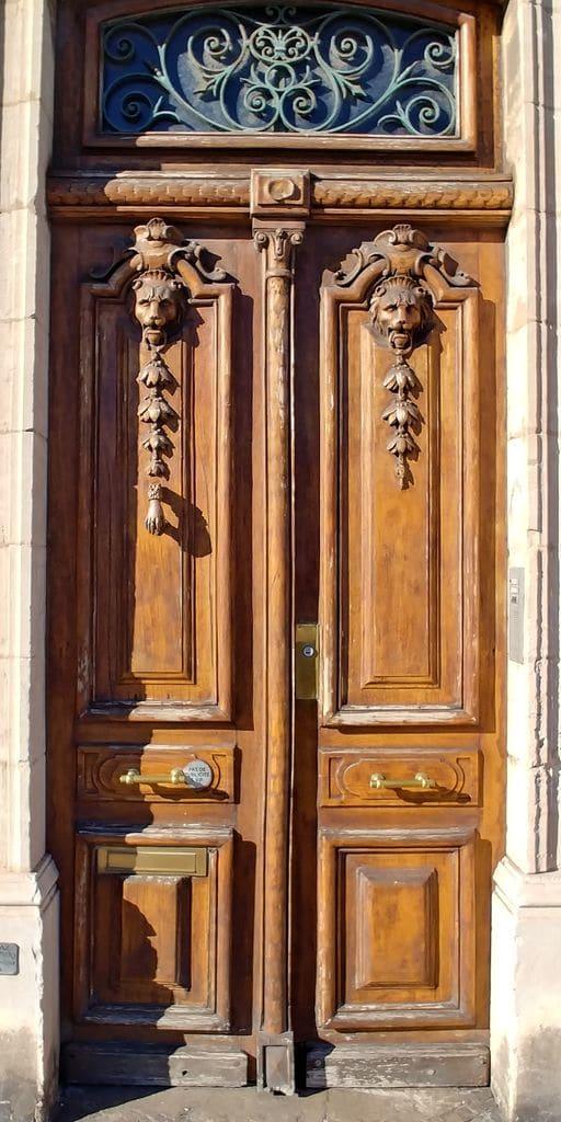 belle porte en bois