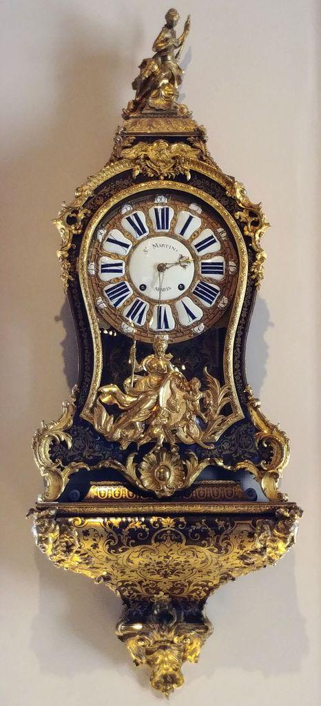 horloge murale dorée