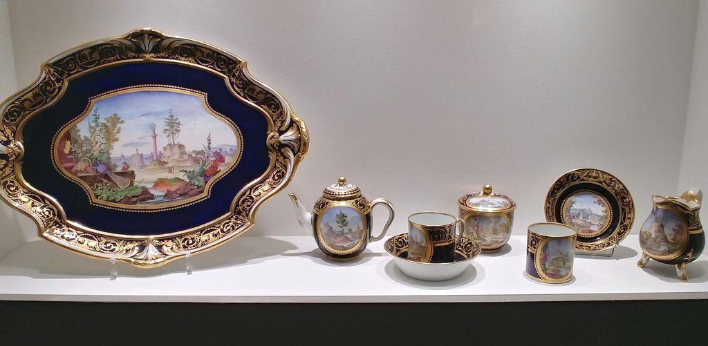 service à thé en porcelaine de sèvres