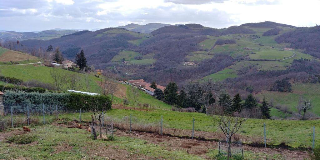 vue panoramique sur les monts du lyonnais